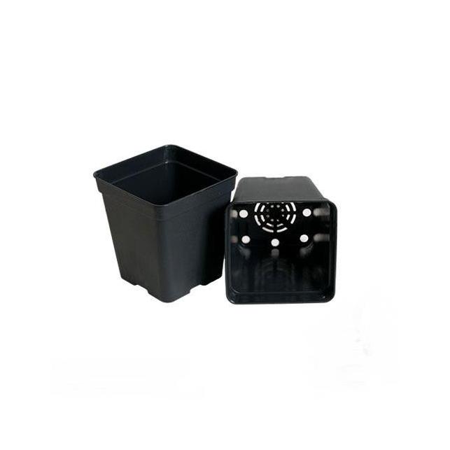 Pots en plastique carrés noirs