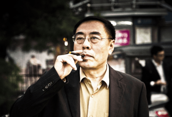 In 2003, a pharmacist and smoker, Hon Lik, decided to develop electronic cigarettes.